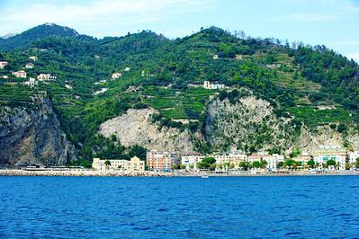 Amalfi_Beach_town_D3S0106