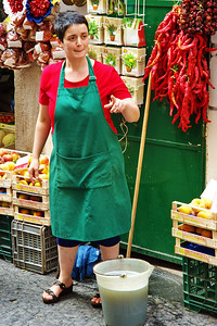 Amalfi_Lady_Mop&Bucket_Fruit-stand_D3S0151
