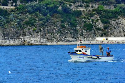 Amafli-Coast_FishingBoat+man_D3S0306