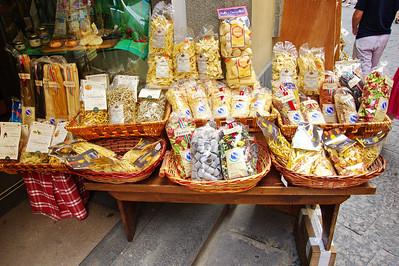 Amalfi_noodles_table_D3S0133