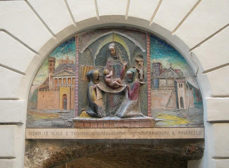 An indication leading to the birthplace of St. Francis.<br /> <br /> Indicazione per andare al luogo di nascita di san Francesco