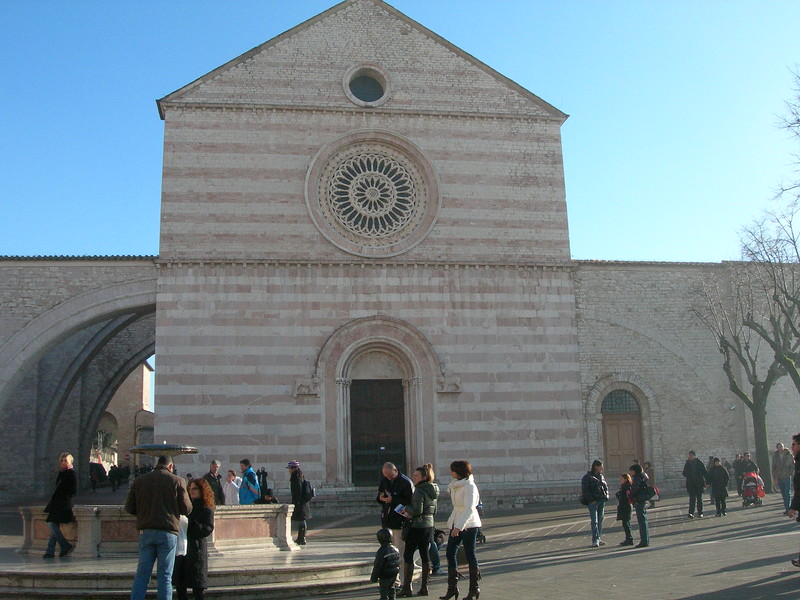 Basilica of St. Clare, where the saint is buried.<br /> <br /> Basilica di Santa Chiara, dove riposa il corpo della santa.