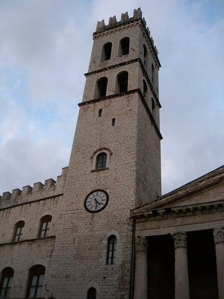 """The """"Torre del Popolo"""" (Tower of the People) and a sight of the Temple of Minerva, now church of Holy Mary above Minerva.<br /> <br /> La torre del Popolo e uno scorcio del Tempio di Minerva, ora chiesa di Santa Maria sopra Minerva."""