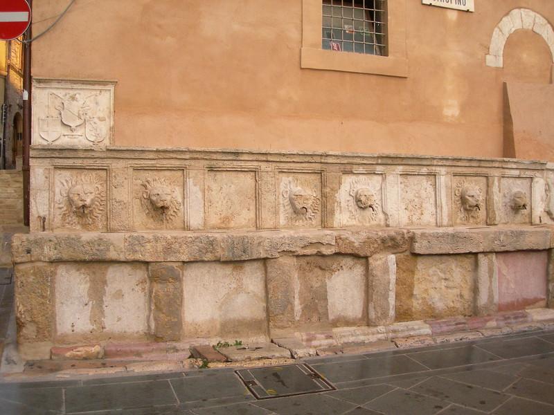 A fountain by the cathedral.<br /> <br /> Una fontana vicino al Duomo di Assisi.