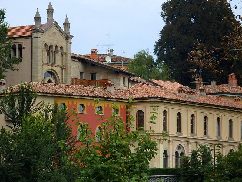 Touring Bergamo on foot