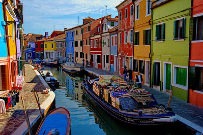 Burano_fruit_boat+canal+boats_D3S4743