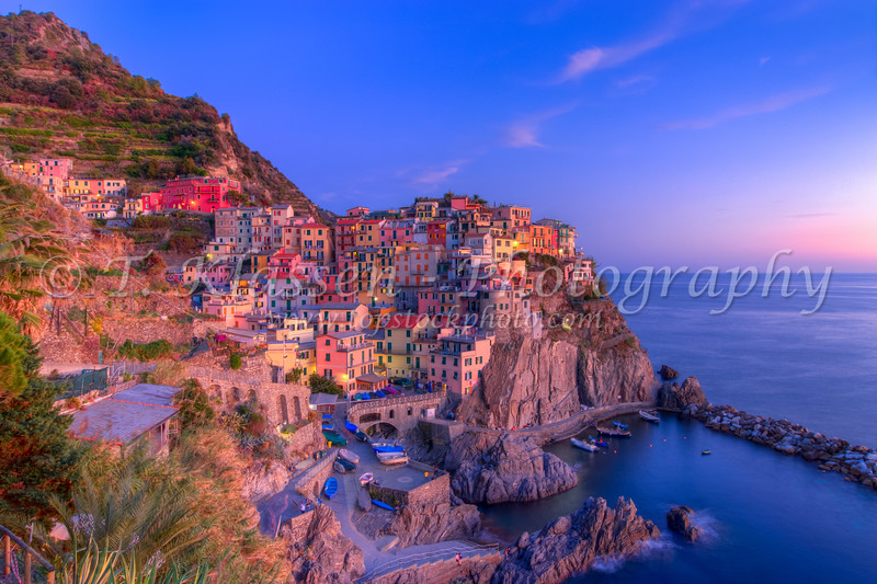 The cliffside village of Manarola, Cinque terre, Liguria, Italy, Europe.