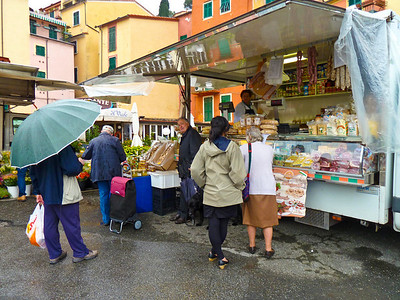 Market day in Lerici.