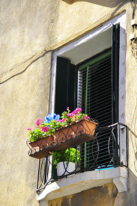 Venetian window box