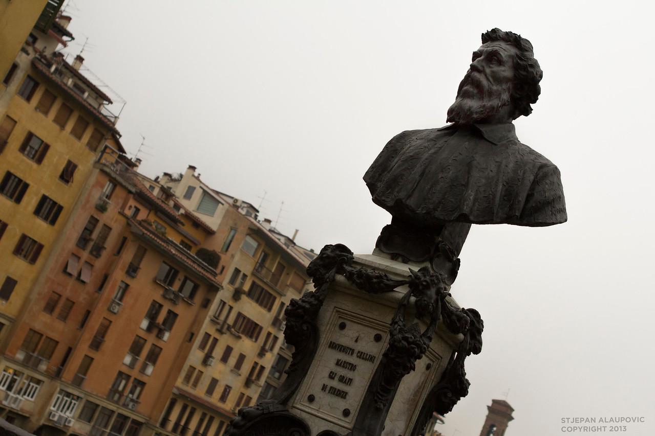 Statue near Ponte Vecchio River