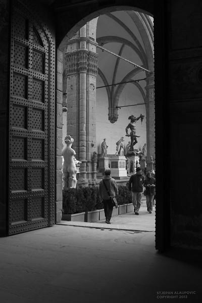 Looking into Piazza della Signoria