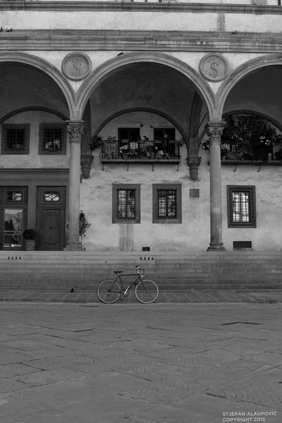 Bike in Piazza della Santissima Annunziata