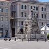 Statue in Piazza Unità d' Italia