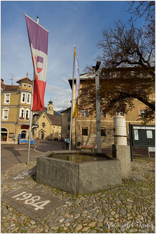 A water well at the town square of Glurns