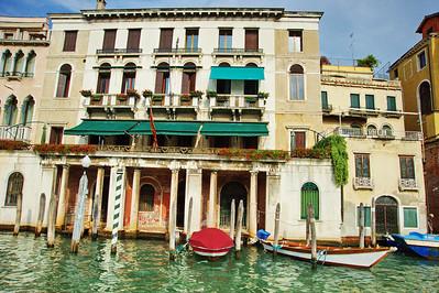 Venice_Along-Grand-Canal_D3S0344