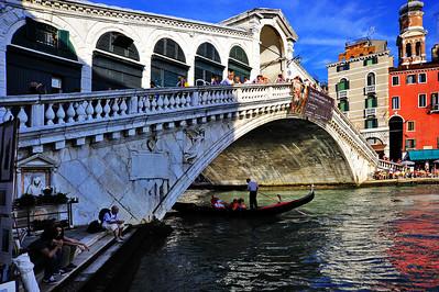 Venice_Rialto_Bridge+Gondola_D3S0100