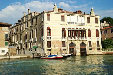 Venice_Along_Grand_Canal_D3S0428