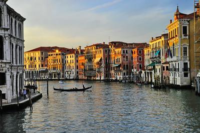 Venice_grand_canal_dusk+gondola_D3S4570