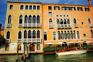 Venice_Along_grand_canal_D3S0348