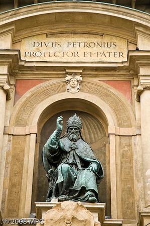 A statue outside the San Giacomo Maggiore