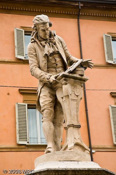 A statue near the Basilica di Santo Stefano