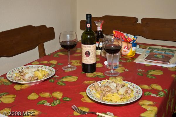 Dinner!  Tagliatelle con salsiccia di pollo con aglio e olio (Tagliatelle with chicken sausage, garlic and olive oil) - oh and fresh parmigiano-reggiano!  All served with Clemente VII - the wine produced by the agriturismo.