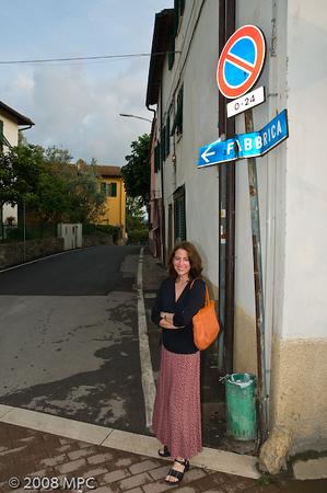 Walking through the town of Montefiridolfi