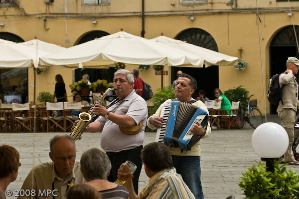 Musicians in the Piazza Anfiteatro Romano
