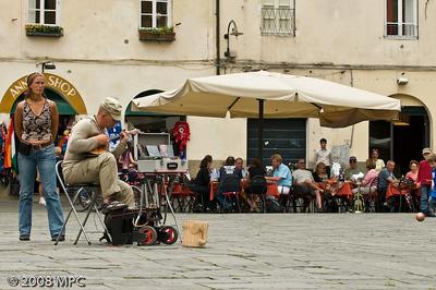 Musician in the Piazza Anfiteatro Romano.