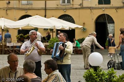 Musicians in the Piazza Anfiteatro Romano