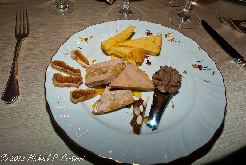 trilogy of foie gras with homemade gingerbread and fresh figs
