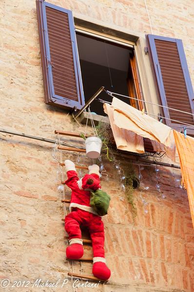 Santa Claus (Babbo Natale) in Volterra
