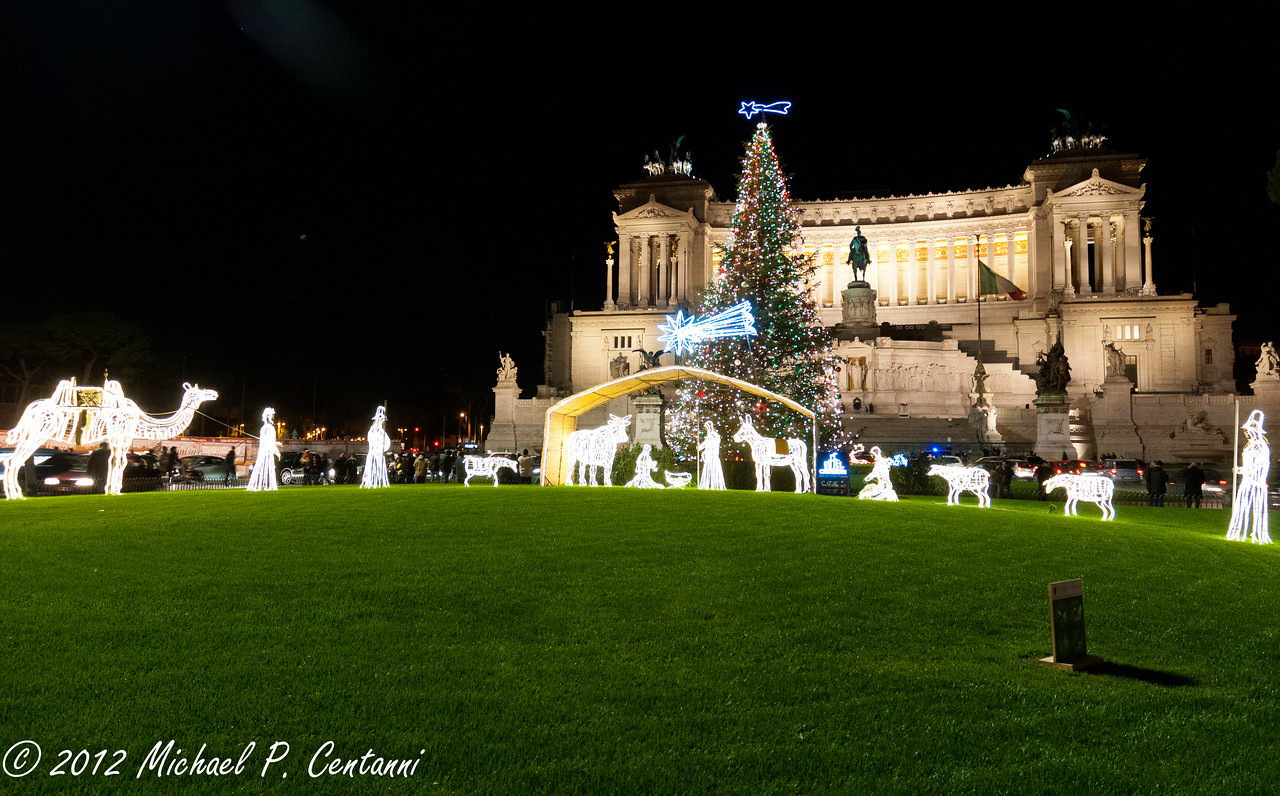 Nativity outside The Monumento Nazionale a Vittorio Emanuele II