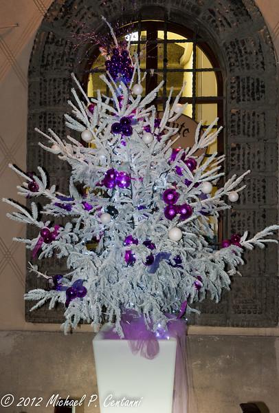 Christmas tree outside Ristorante Preludio