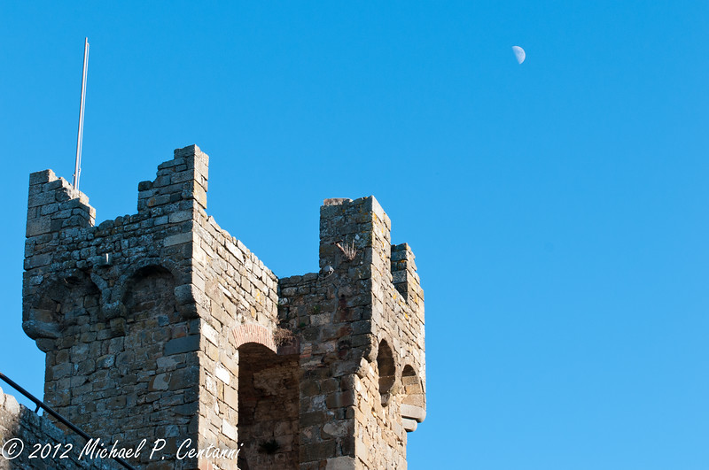 The moon over the Fortezza in Montalcino