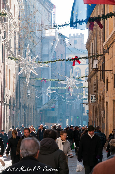 the streets of Siena at Christmas time