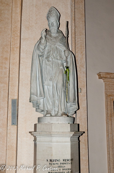 Statue honoring San Rufino at San Rufino, Assisi