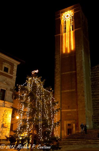 Christmas tree in Piazza Grande, Montepulciano