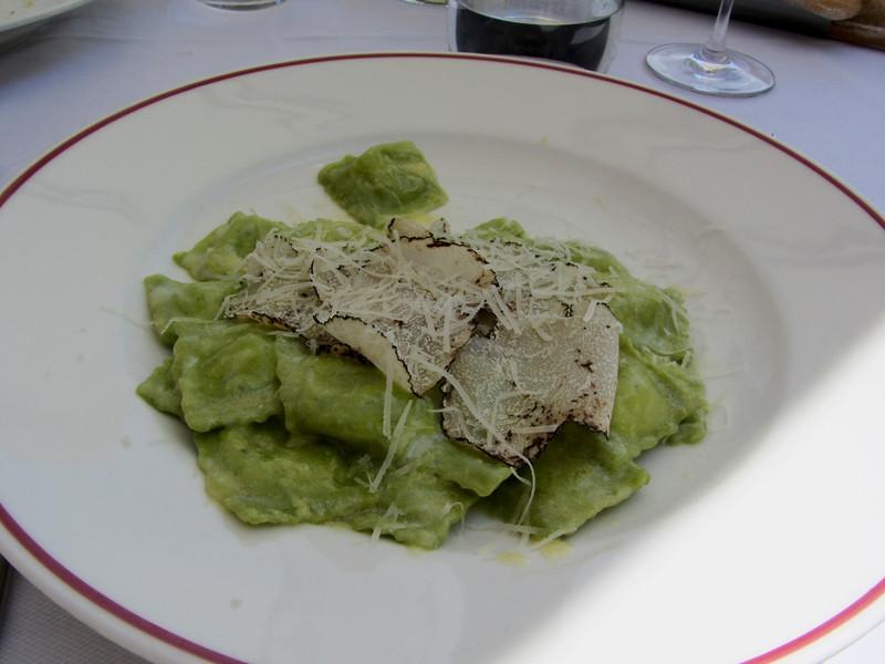 Ravioli di spinaci con tartufo nero