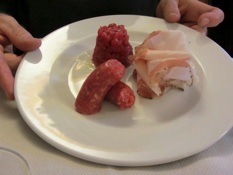 Lardo, salsiccia di Bra e carne cruda