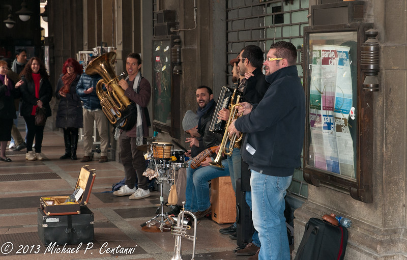 Band playing off the Piazza Maggiore