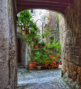 """Stepping into Green"" - Calcata - Italia"