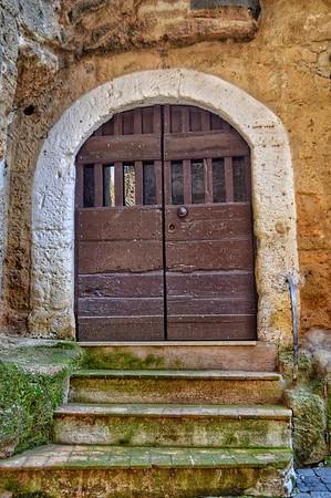 """Knock Knock"" - Calcata - Italia"