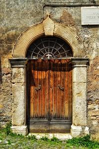"""""""Porta Fleur-de-Lis"""" - Tivoli - Italia"""