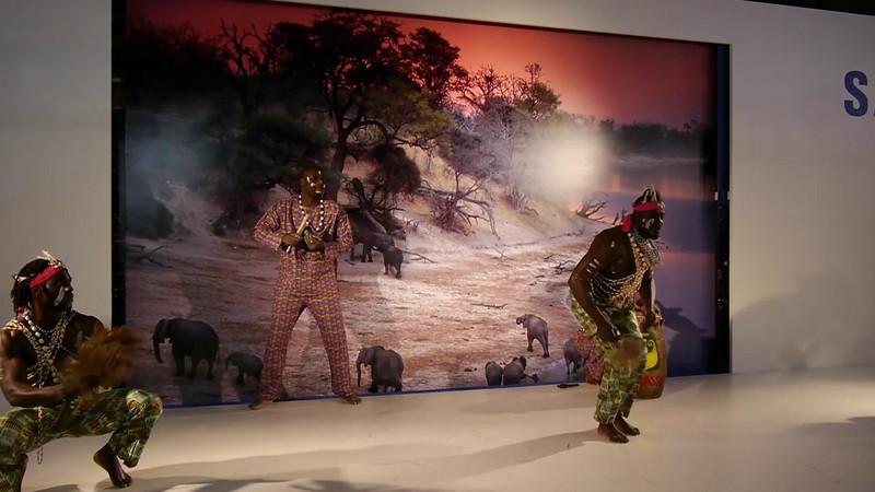African dancer, stand Samsung
