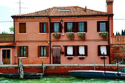 Murano_Pink_Bldg_Flowers_boats_D3S4848