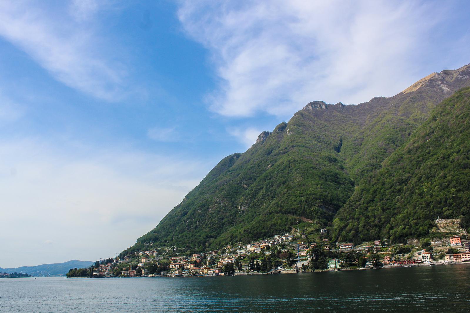 lake como one day trip: take a gorgeous boat ride