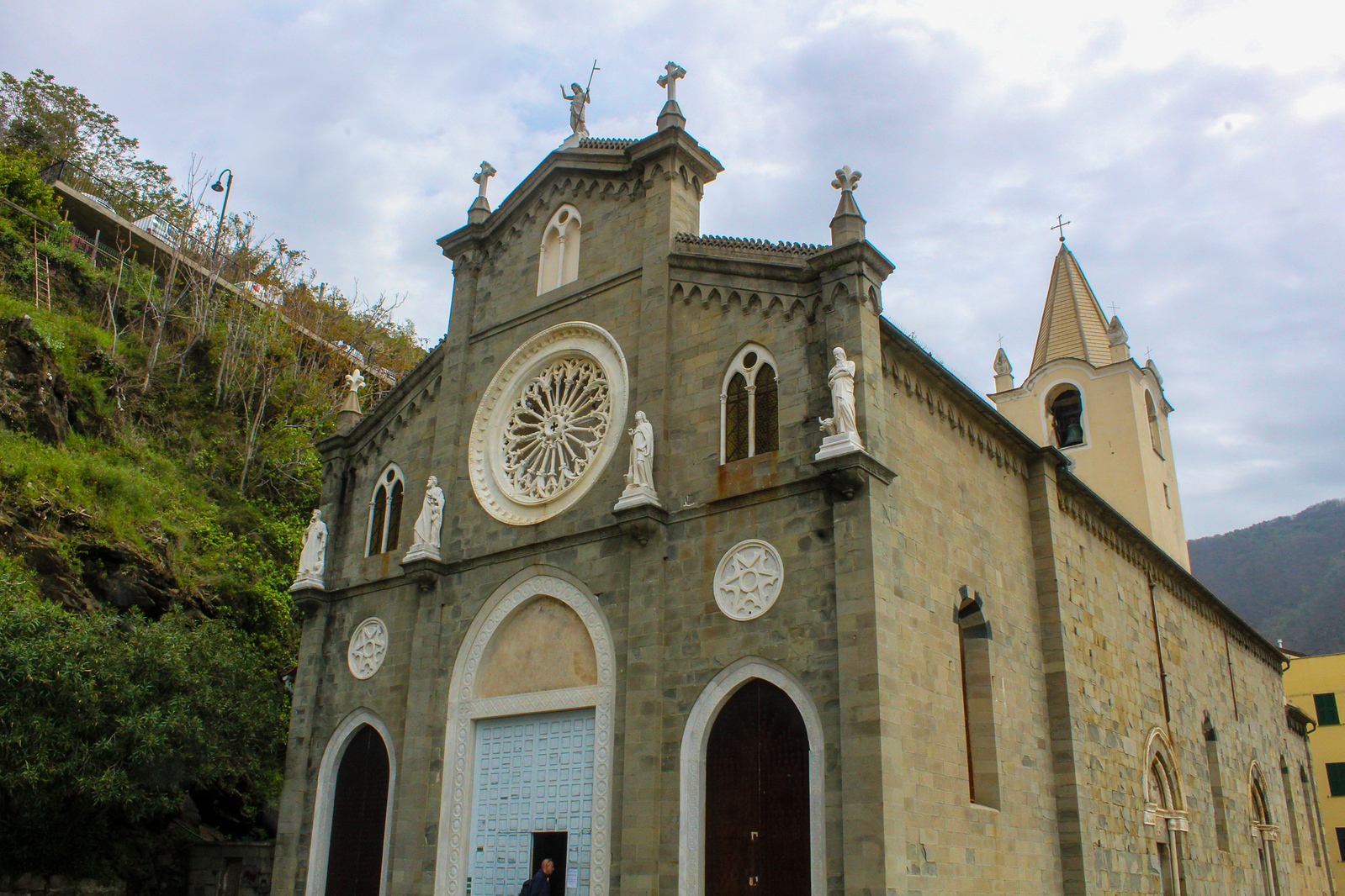 add the churches to your cinque terre itinerary