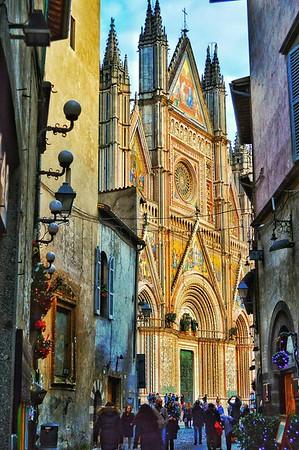 """Shining Centerpiece"" - Orvieto"