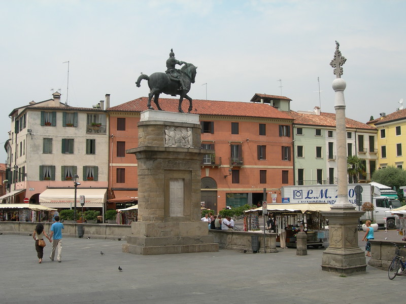 The parvise of Saint Anthony's Basilica with the equestrial monument to Gattamelata made by Donatello in 1453.<br /> <br /> Il sagrato della basilica del Santo con il monumento equestre di Donatello al Gattamelata, del 1453.